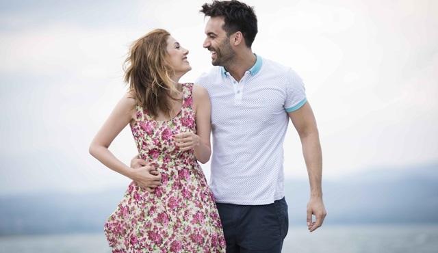 Aşk Zamanı setinden, Burcu Binici ile Ali Ersan Duru fotoğrafları paylaşıldı!