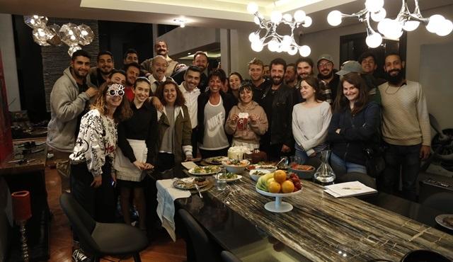 Caner Cindoruk'a Kadın dizisi setinde doğum günü sürprizi yapıldı!