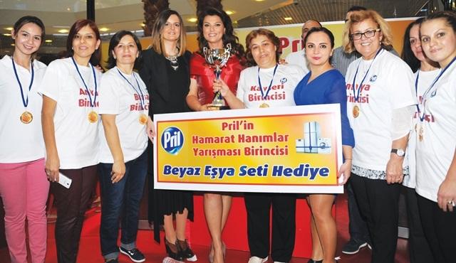 Açelya Akkoyun, Türkiye'nin En Hamarat Hanımını seçti!