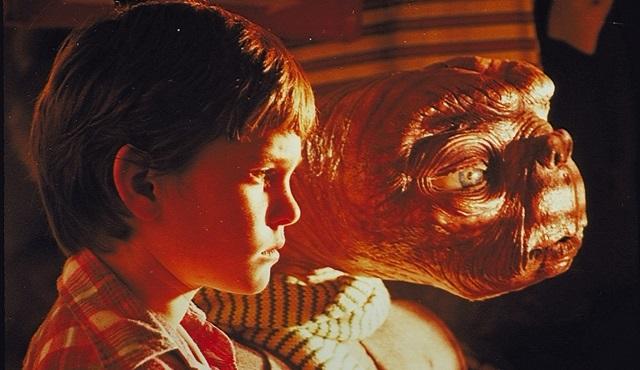 Oscar'lı Steven Spielberg filmi E.T. ATV'de ekrana geliyor!