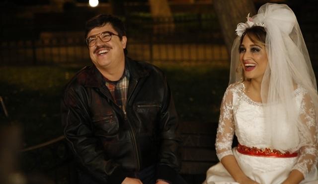 Gupse Özay, Küçük Esnaf filmi için gelinlik giydi!