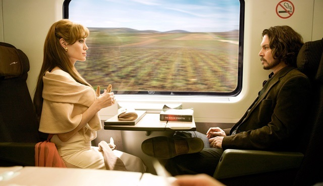 Johnny Depp ve Angelina Jolie'yi aynı filmde buluşturan Turist, Show Tv'de ekrana gelecek!