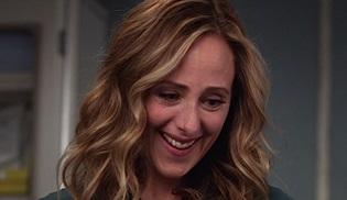 Kim Raver, Grey's Anatomy'ye tam zamanlı dönüyor