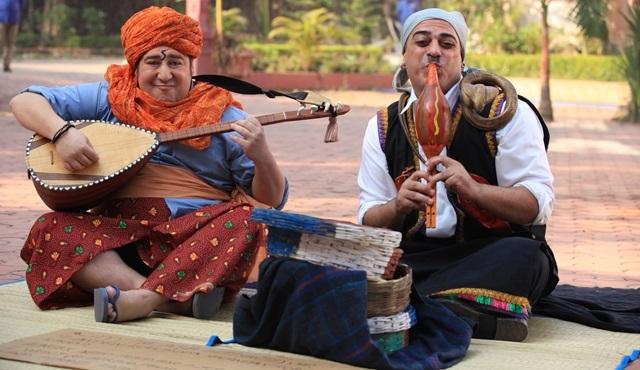 Sermiyan Midyat, 'Bir Baba Hindu' için yılan oynattı!