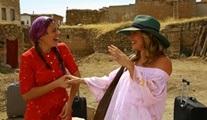 Gizem Karaca ve Nikki Leigh, Ay Lav Yu Tu filmi için gelin - görümce oldu!