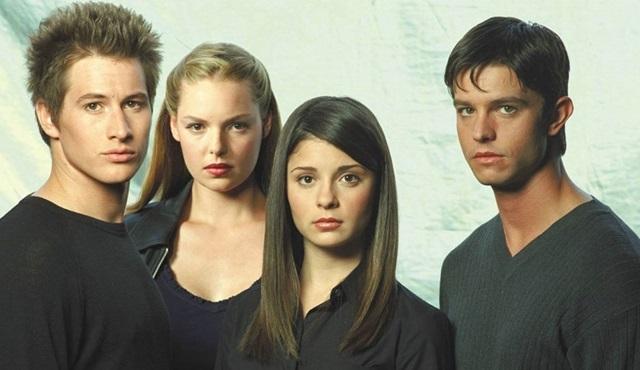 The CW, Roswell dizisini diriltmek istiyor