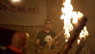 Cumali Ceber 2 filminden Survivor yarışmasına gönderme!