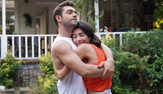 Demir ve Selin yeni başlayan ilişkilerinde çok mutlu!