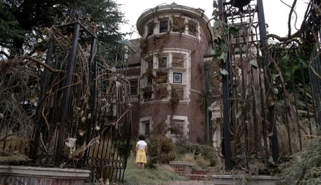 American Horror Story evinde bir gece geçirebilirsiniz!