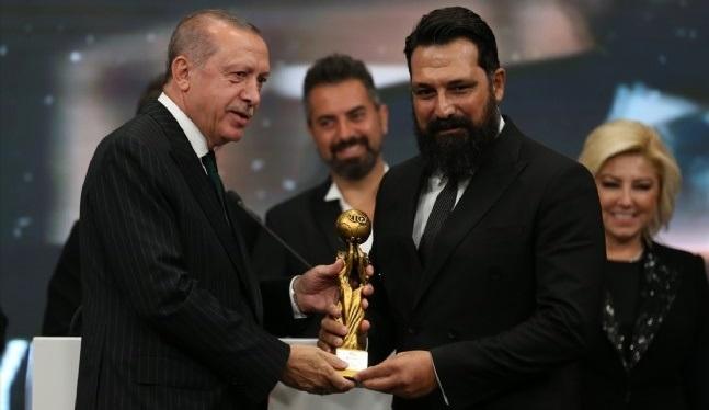 Radyo Televizyon Gazetecileri Derneği'nden Bülent İnal'a ödül!