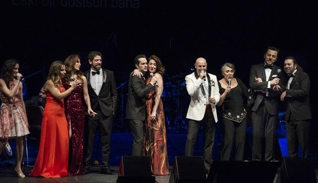 Çağan Irmak ve oyuncu dostlarından muhteşem konser!