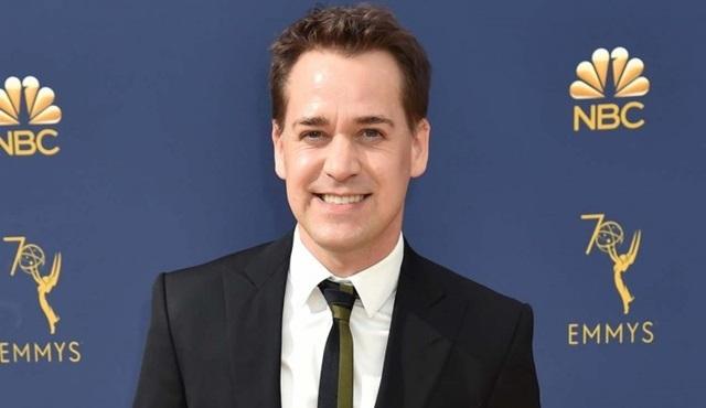 T.R. Knight, HBO Max'in The Flight Attendant dizisinin kadrosuna katıldı