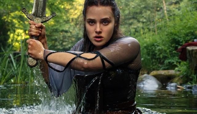 Netflix'in yeni fantastik dizisi Cursed'ün ilk kareleri yayınlandı