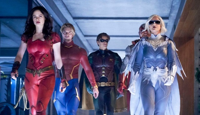 Titans dizisi 3. sezon onayını aldı