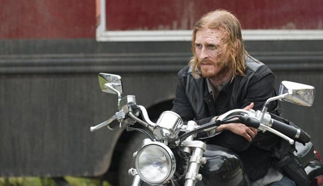 Austin Amelio, Fear the Walking Dead'e transfer oldu