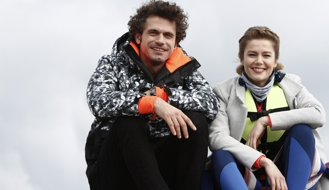 Burcu Biricik, 8. Gün dizisi için parasailing yaptı!
