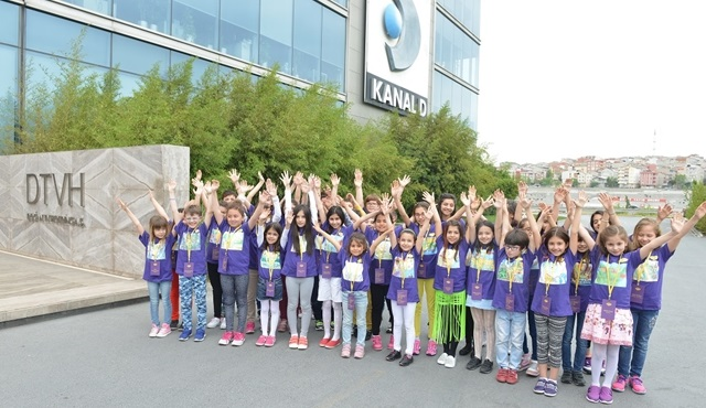 Türkiye'nin ilk canlı resim sergisi Kanal D'yi ziyaret etti!