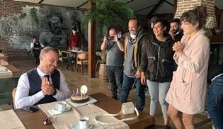 Sen Çal Kapımı setinde Kerem Bürsin'e sürpriz doğum günü yapıldı!