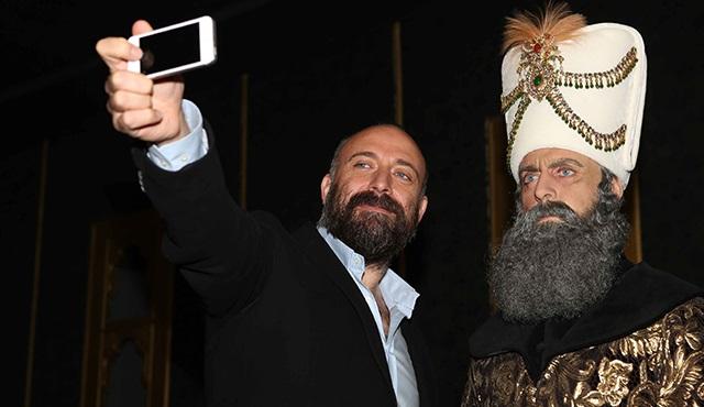 Muhteşem Süleyman ile Selfie Çekinmek İsteyen?