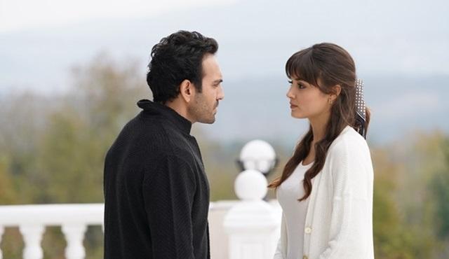 Azize ve Kartal, duyguları ve sırları arasında kalıyor!