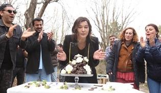 Nurgül Yeşilçay'a Gülperi setinde doğum günü sürprizi!