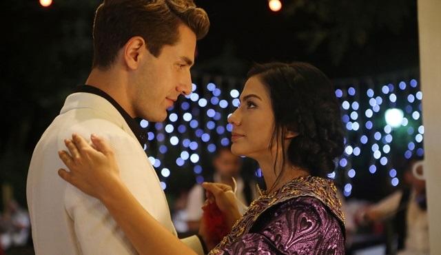 No: 309   Lale throws a bridal henna party