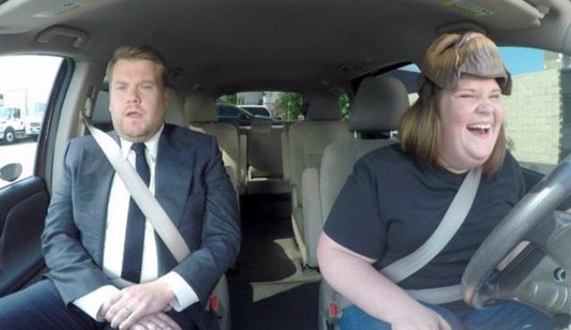Chewbecca maskeli anne The Late Late Show'a katıldı