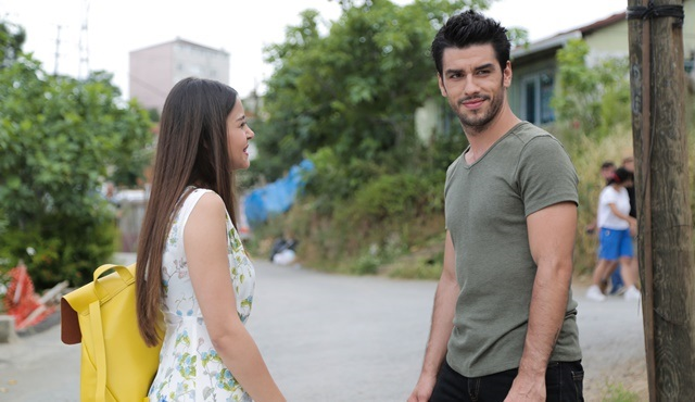 N'olur Ayrılalım | Azize is cast for the role that will change her life