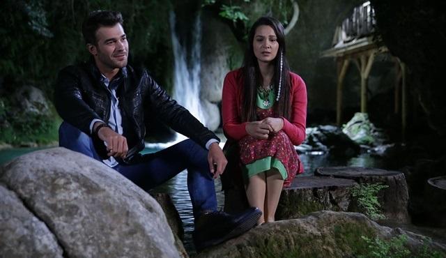 LadyVille   Ferit rushes to İlkgün's help