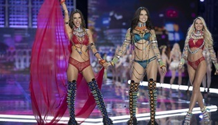 Victoria's Secret melekleri bu yılbaşı yine TLC ekranlarında göz kamaştıracak!