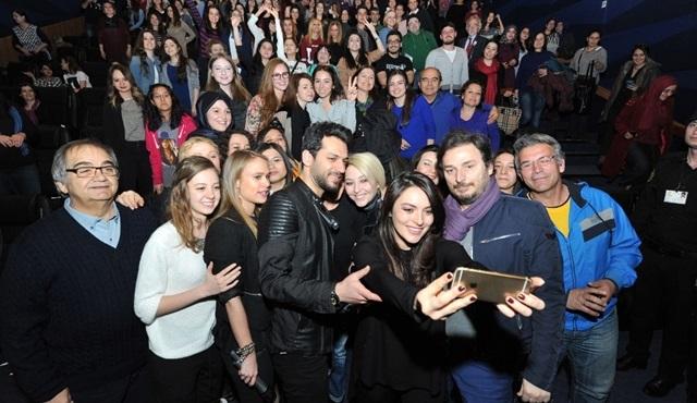 Ezgi Mola'dan Ankaralılarla selfie!