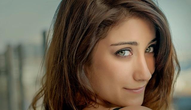 Hazal Kaya: Güzellik ile masumiyetin tek bedende birleşkesi*