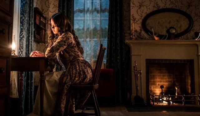 Apple, Dickinson dizisine 3. sezon onayını verdi