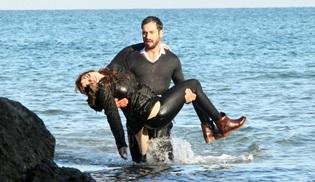 Gizem Karaca ve Burak Yamantürk, eksi iki derecede denize girdi!