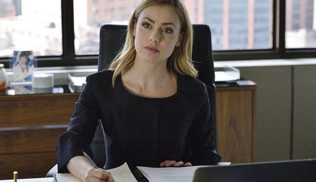 Amanda Schull, Suits'te ana kadro oyunculuğuna terfi etti