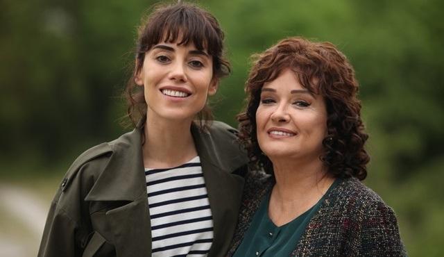 Şahsiyet'te anne kızı canlandıran Cansu Dere ve Müjde Ar, beğeni topladı!