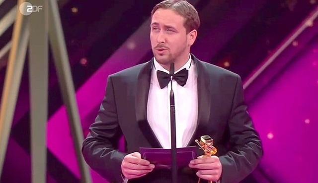 Ryan Gosling taklitçisi film adına sahneye çıkıp ödül kabul etti