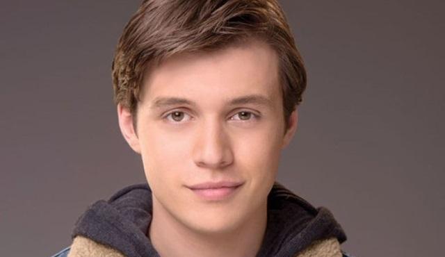 Nick Robinson, Netflix'in yeni dizisi Maid'in kadrosuna katıldı