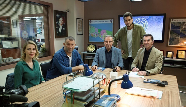 Arka Sokaklar oyuncuları 15 sezonluk dizinin kadrosunda yer almayı anlattı!