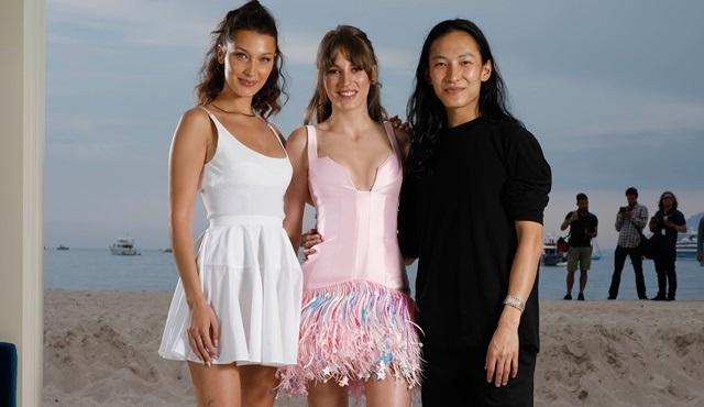 Serenay Sarıkaya Cannes'da Alexander Wang ve Bella Hadid'le bir araya geldi!