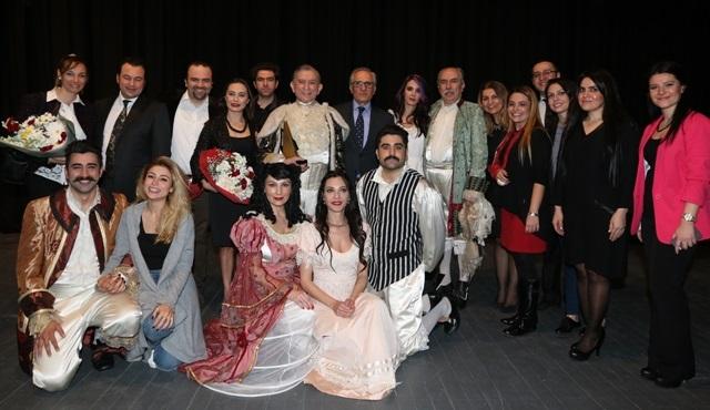 """Dünya Tiyatro Günü'nde """"Ustaların Ustası"""" ödülü Haldun Dormen'e verildi!"""