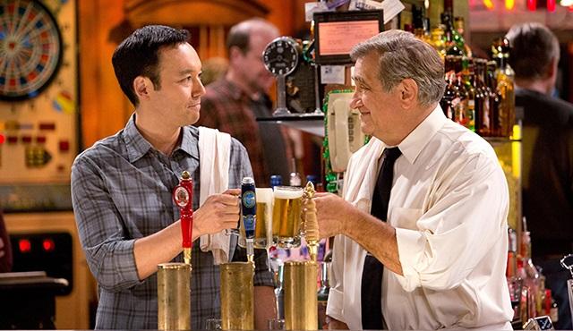 Sullivan & Son: 3. sezonu CNBC-e'de başlıyor