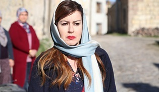 Aşk ve Mavi'nin oyuncu kadrosuna İpek Tuzcuoğlu katıldı!