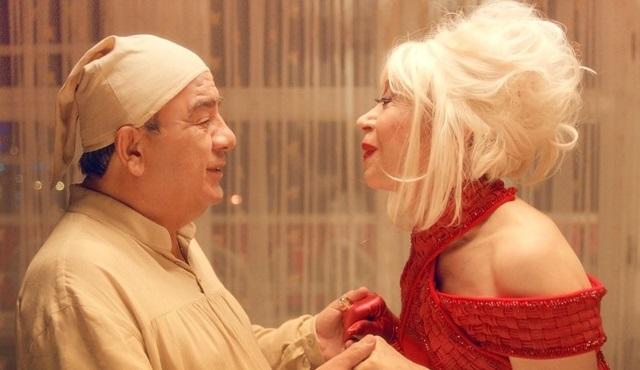 Cahide Devekuşunun Açık Evliliği filmi BluTV'de!