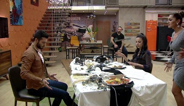 Kısmetse Olur: Ayça, Emre ve Nur'un yemeğini basıyor!