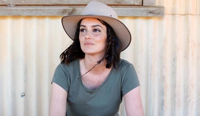 Sara La Fountain bu kez Avustralya yollarında bir keşfe çıkıyor!