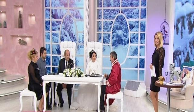 Esra Erol'da: Ebru ile Ferhat, canlı yayında nikâh masasına oturdu!