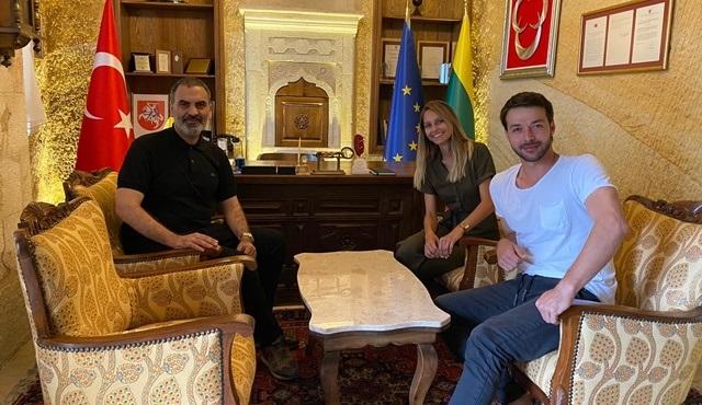 Jessica May ve Hilmi Cem İntepe, Litvanya Fahri Konsolosluğu'nu ziyaret etti!