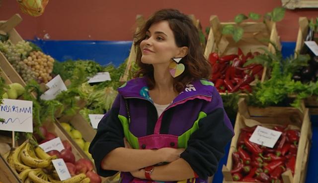 Amelie, mahalledeki esnafla pazarlık yapmasını öğreniyor!