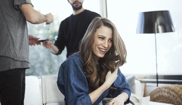Serenay Sarıkaya, Head&Shoulders'ın yeni reklam filminde #bilinistedim diyor!
